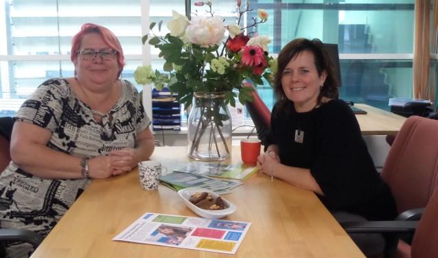 Vrijwilligster Donna Meerveld en coördinator Desiree de Jong van Begeleide Omgangsregeling van Humanitas Zuid-Kennemerland.