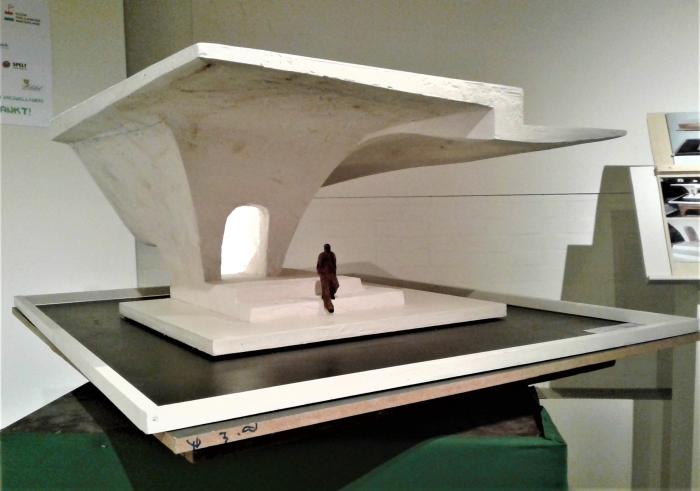 Waterpaviljoen,een beeld 100/100/50 cm h.