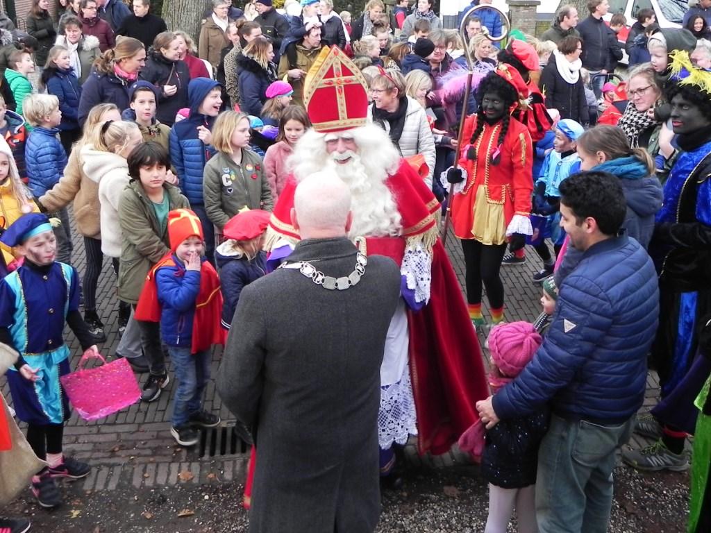 Sinterklaas werd welkom geheten door onze burgemeester Ruud van Bennekom. Richard Thoolen © BDU media