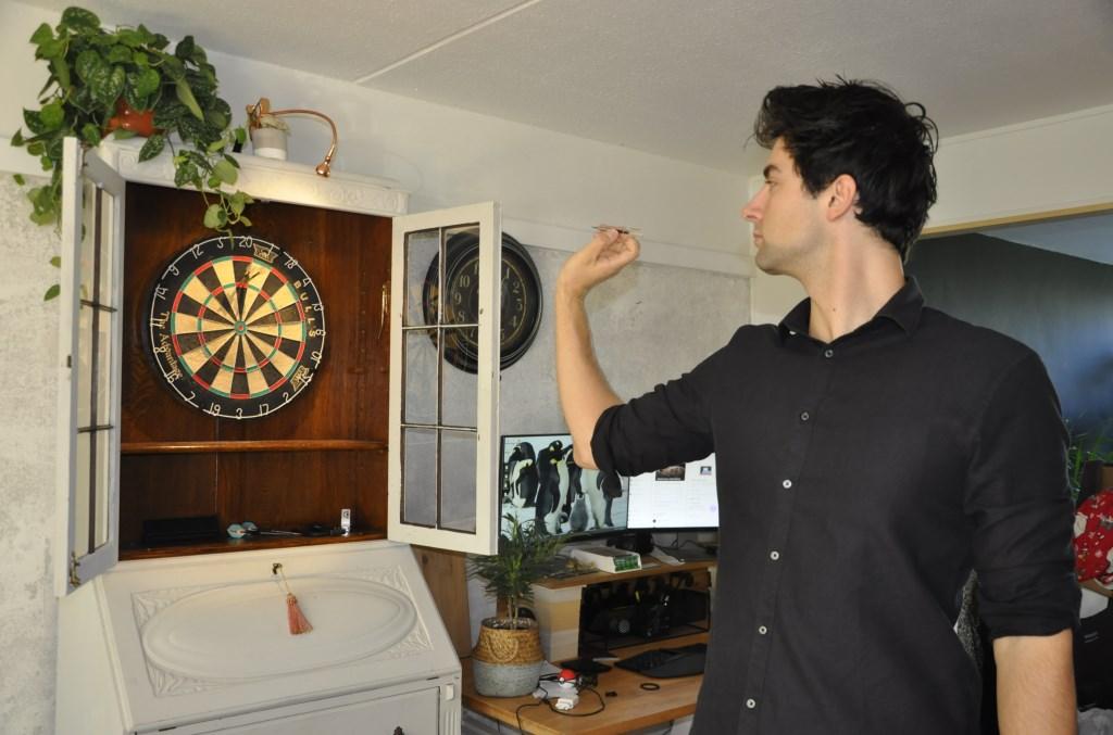 Ivo tijdens zijn dart-training Agnes Corbeij © BDU media