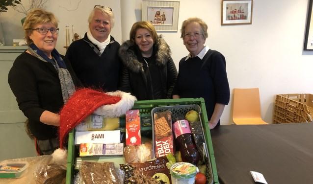 De vrijwilligers van de voedselbank zijn heel blij dat ze iets kunnen betekenen voor de mensen die het moeilijk hebben.