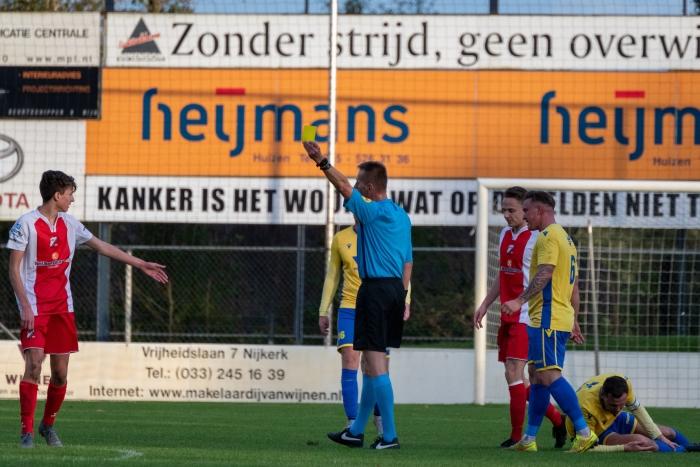 Flevo Boys ontvangt zijn tweede gele kaart in een verder sportieve wedstrijd EJH Photography © BDU Media