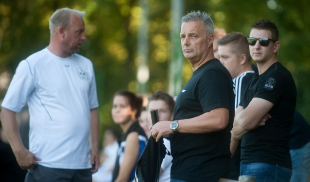René Ribberink (midden), is de nieuwe trainer van 't Vliegdorp voor volgend seizoen.