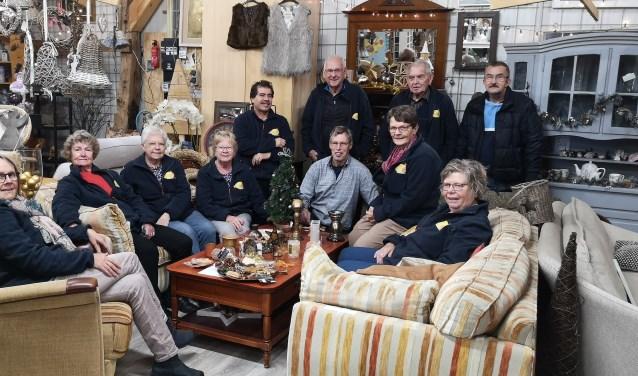 De vrijwilligers van Goedzo! brengen deze dagen de winkel in kerstsfeer