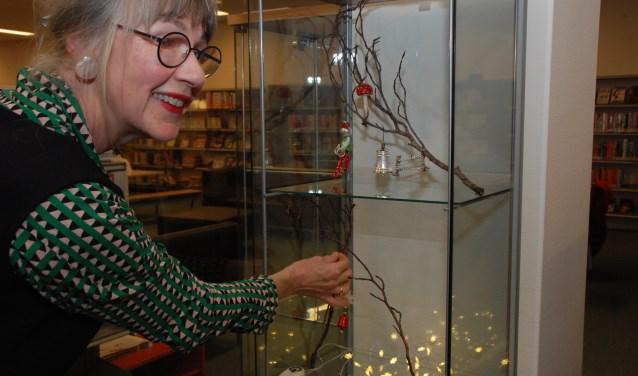 Ingrid Nagtegaal etaleert haar kerstversiering.