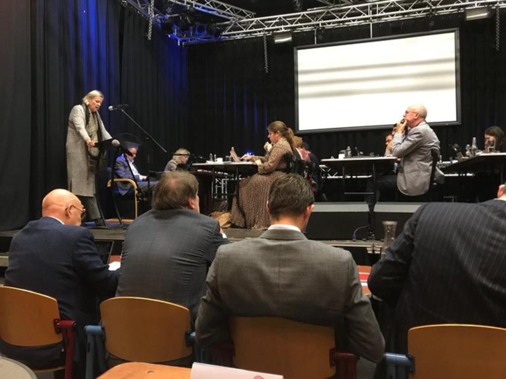 In november vergaderde de gemeenteraad nog in Pogo Hannie Visser-Kieboom © BDU Media
