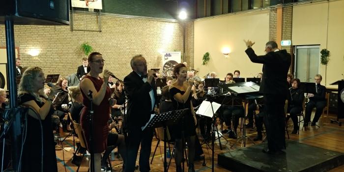 Harmonie EMS met medewerking solisten