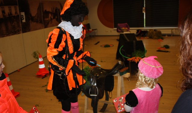Ruiterpiet deed een leuke estafette met de kinderen