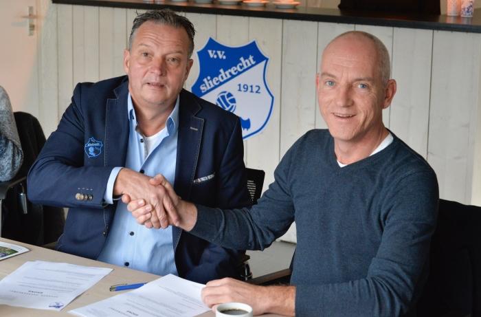 Op de foto André van Dijk van VV Sliedrecht(l) en Edwin Bronwasser van Impuls Ontwerpt.