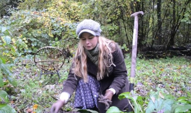 Van Zonneveld plukt smeerwortel Cecile van de Vooren © BDU media