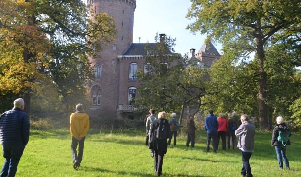 De gasten genoten in en buiten het kasteel