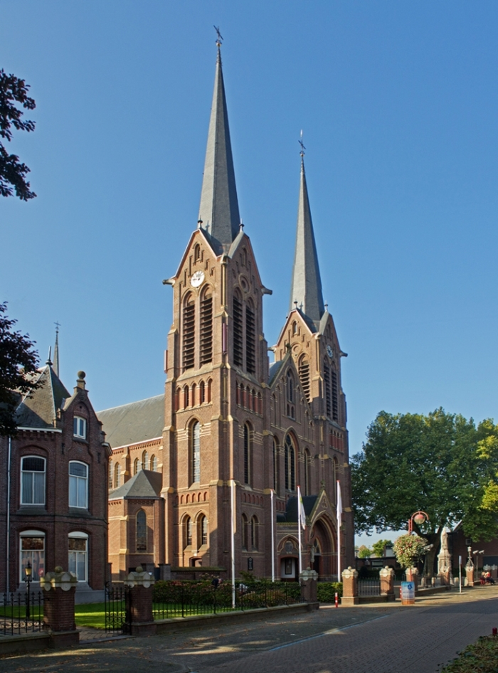 Front kerk https://reliwiki.nl/index.php/Bestand:Kaatsheuvel_-_Johannes_de_Doper_1.jpg © BDU Media