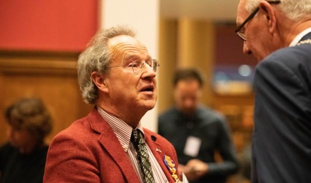 Peter Buijs met Johan Remkes na ontvangst van de koninklijke onderscheiding.