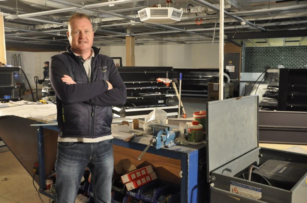 Ondernemer Martin de Kruijff is dagelijks aanwezig, op deze plek komt de nieuwe koffiebar. Agnes Corbeij © BDU media
