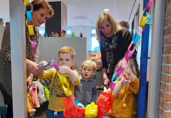 Kinderen van Peuterspeelgroep Humpy knippen zelf het lint door!