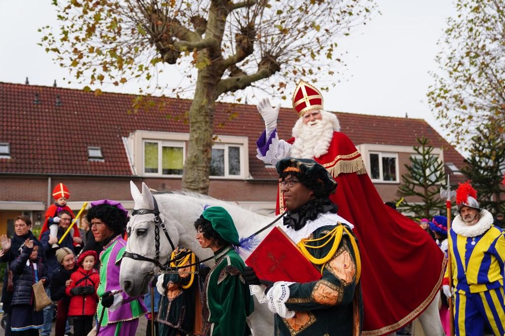 Sinterklaas reed voor het eerst een nieuwe en kortere route door Amstelveen.  Naomi Heidinga © BDU media