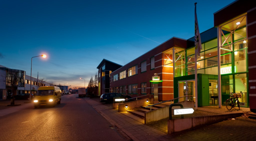 Ingang van het hoofdkantoor van BDU Media op het Barneveldse bedrijventerrein De Valk. BDU Media © BDU media
