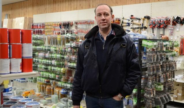 Jan de Groot in de nieuwe doe-het-zelf winkel.