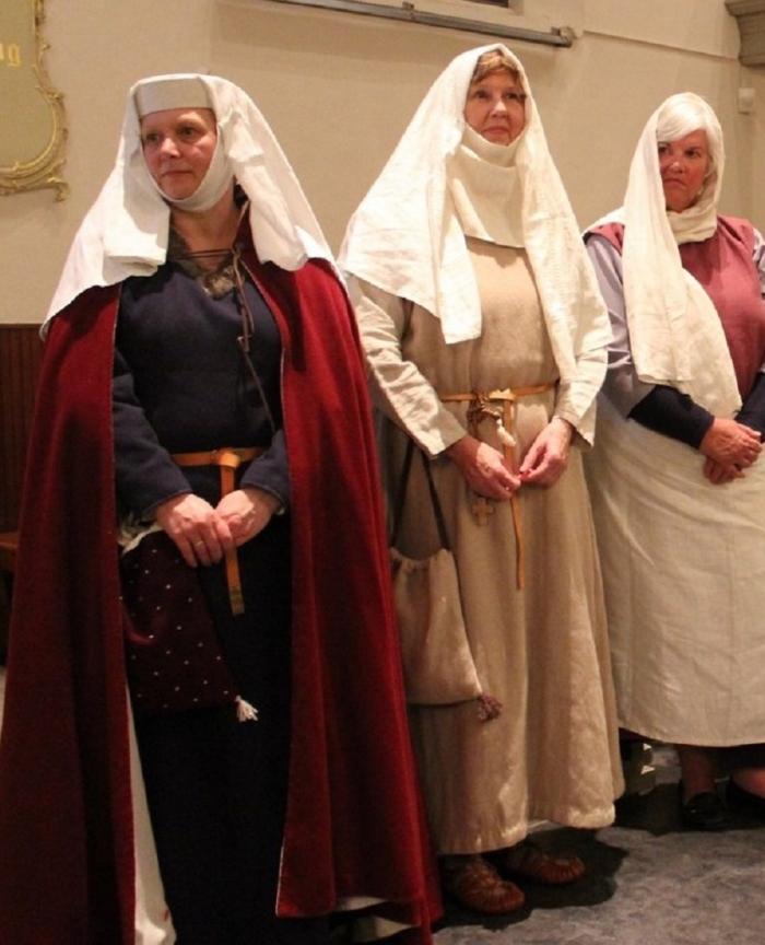 Sliedrechtse vrouwen in Middeleeuwse kleding