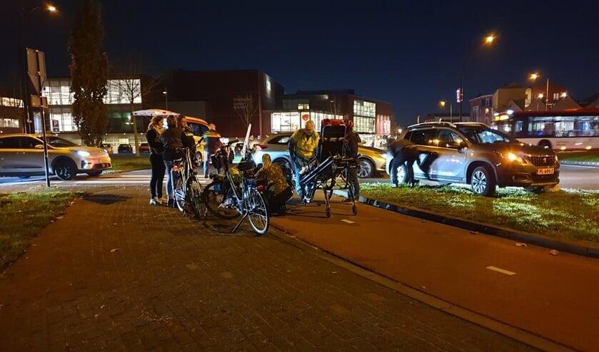 De situatie op de rotonde na het ongeluk.