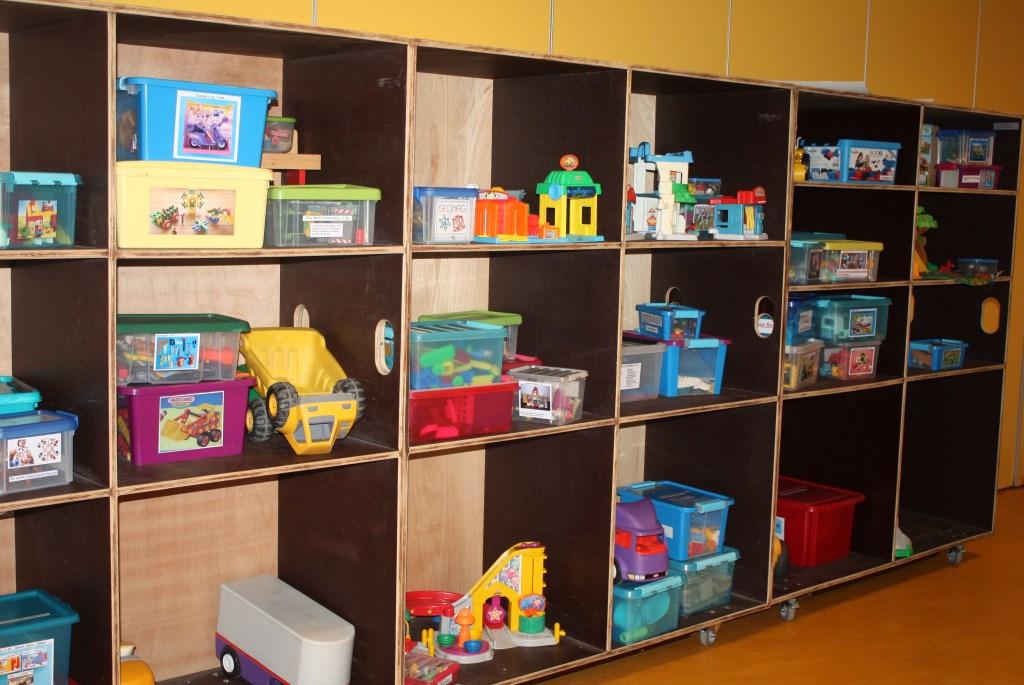 Kasten vol met speelgoed