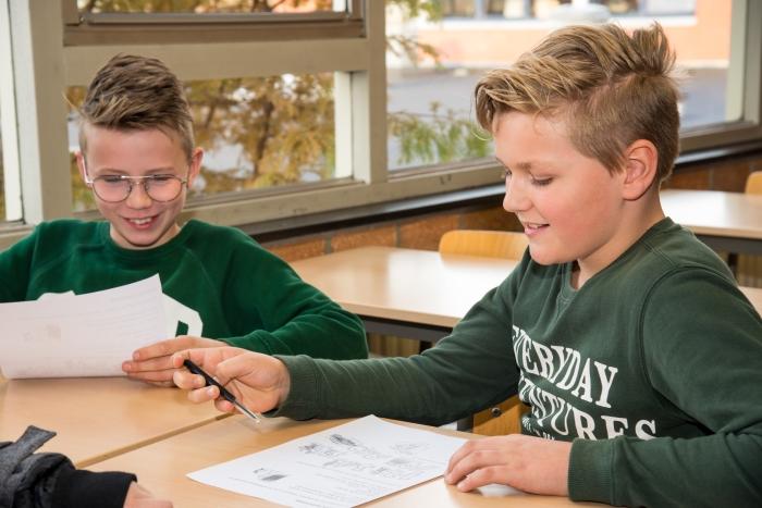 Leerlingen tijdens de Duitse les.