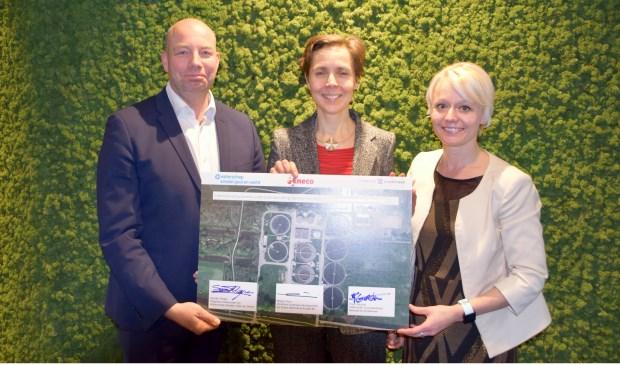 Sander Mager (waterschap AGV),  Manja Thiry (Eneco) en wethouder Floor Gordon.