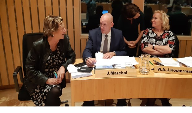 Links burgemeester Albertine van Vliet tijdens een schorsing van de begrotingsraad (12 nov 2019)