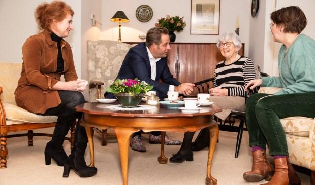 Sabine Blom van Assendelft, minister De Jonge, Lies Bonarius en Claartje Duynstee.