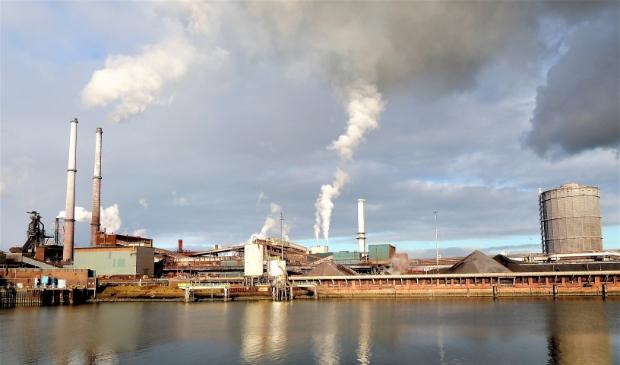 <p>Inspectie Leefomgeving en Transport stond vandaag tegenover Tata Steel in de rechtbank in Haarlem om te pleiten voor strengere milieueisen voor de staalfabrikant.</p>