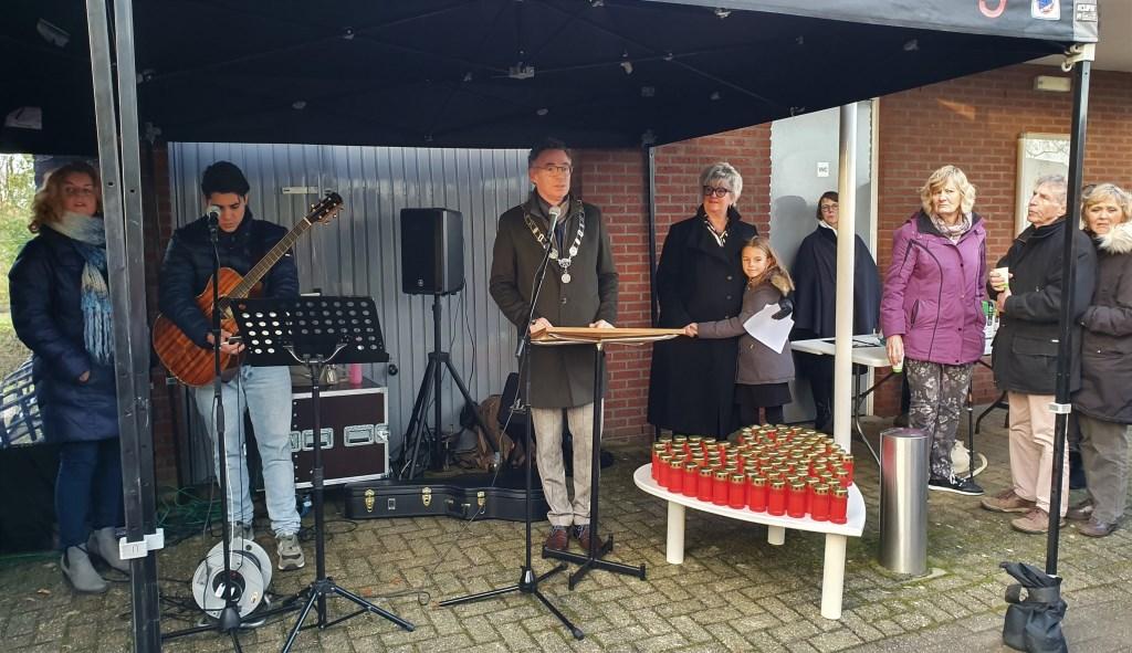 Burgemeester Gilbert Isabella vindt het goed om ieder jaar gezamenlijk te gedenken  Irene van Valen © BDU media