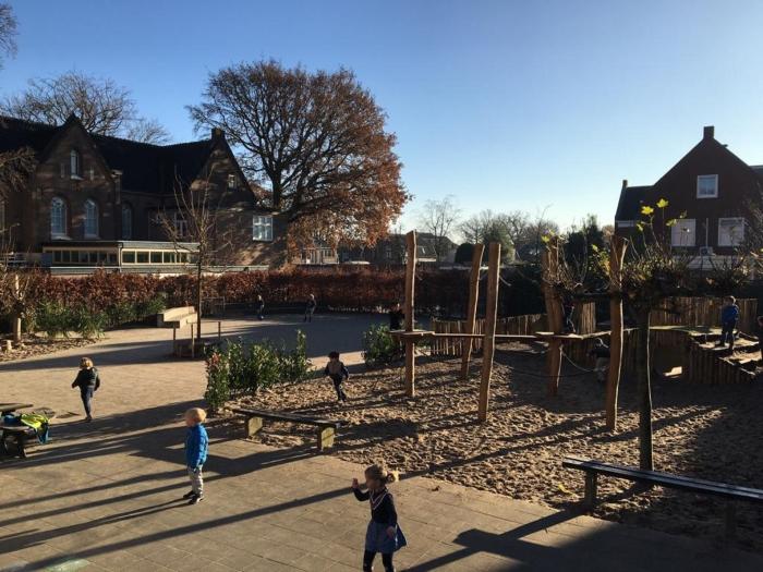 Impressie van het nieuwe, groen schoolplein Montessorischool © BDU media