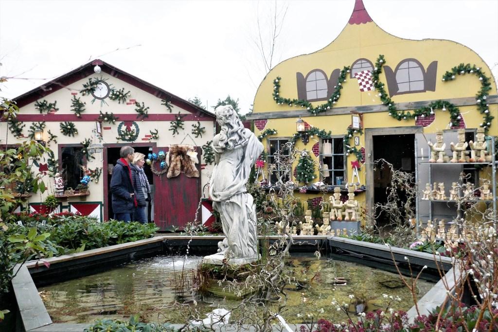 Het Anton Pieckdorp ademt een heuse kerstsfeer uit. De winkels worden wisselend bemand. Martin Huizenga © BDU media