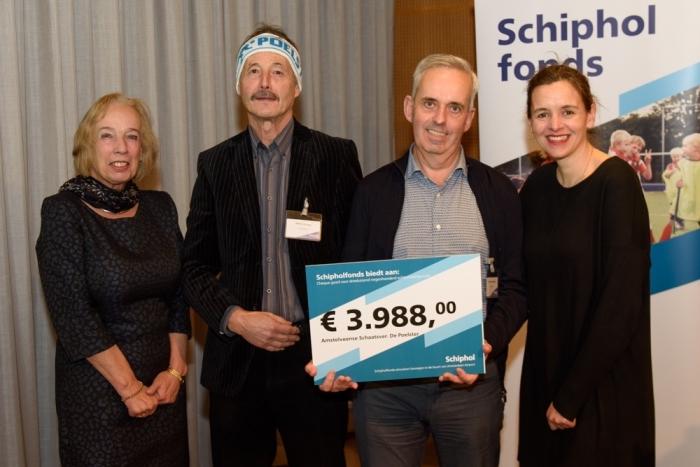 Vertegenwoordigers Schipholfonds en ASV de Poelster Schipholfonds © BDU media