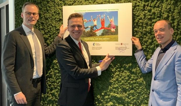 De wethouders Robert van Rijn (Aalsmeer) en Marijn van Ballegooijen (Amstelveen)  met Casper van den Bergh (Zorg en Zekerheid).