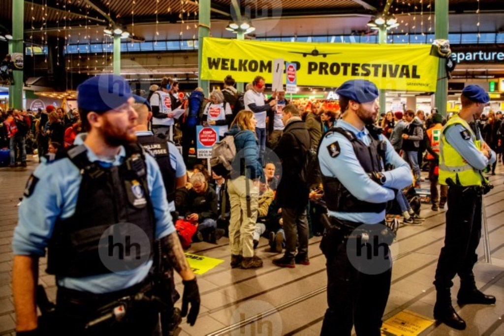 Greenpeace houdt  protestival  op Schiphol  ANP Foto © BDU media
