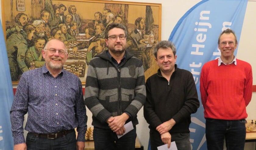 De top-drie van groep A en BSV-voorzitter Teunis Bunt (links).