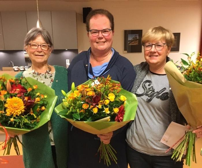 Gastvrouwen Toos, Aty en Carlo kregen oorkonde en speld voor 10 jaar gastvrouw bij de Zonnebloem