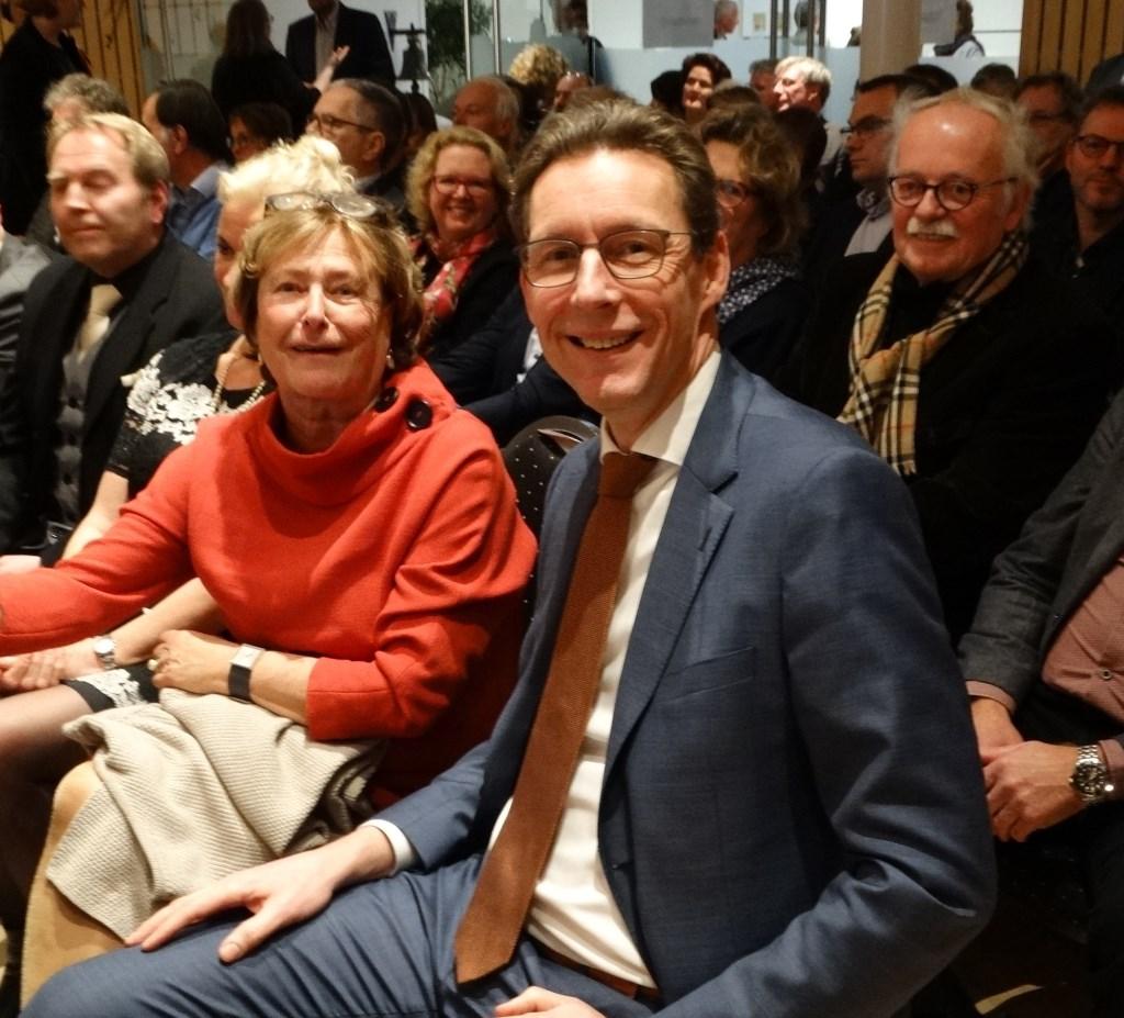 Drie Wijkse burgemeesters: waarnemend burgemeester Albertine Kuiper, voormalig burgemeester Tjapko Poppens en achter hem oud burgemeester Guus Swillens Kuun Jenniskens © BDU media