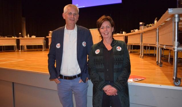 Raadsvergadering Scherpenzeel: Alfred Haaksma en Marjon de Kruijff initieerden de actie 'I love de Bieb'.