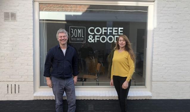 René Eekhuis en Hanan Moutrani openen medio december hun gezellige koffie-corner .