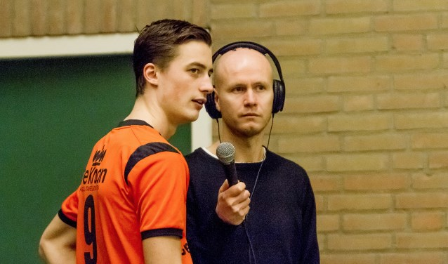 Mark Kloostra in actie voor de lokale omroep van Nijkerk.