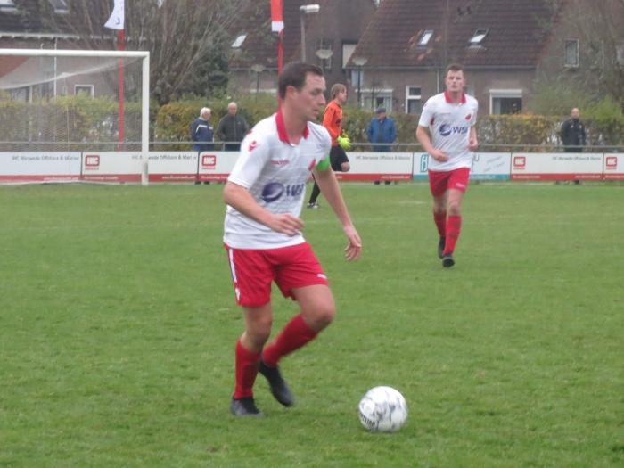 Aanvoerder Vincent van Lopik aan de bal tegen De Alblas Teus Stam © BDU media