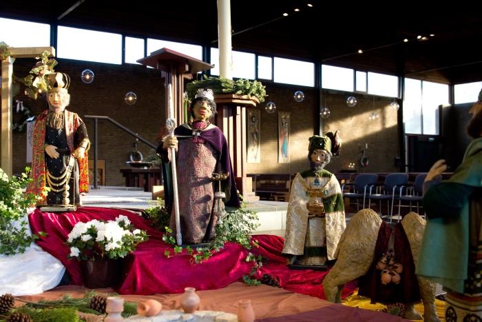 de Driekoningen in de Kerststal Nicolaaskerk, Odijk van kunstenares Thea Lammers