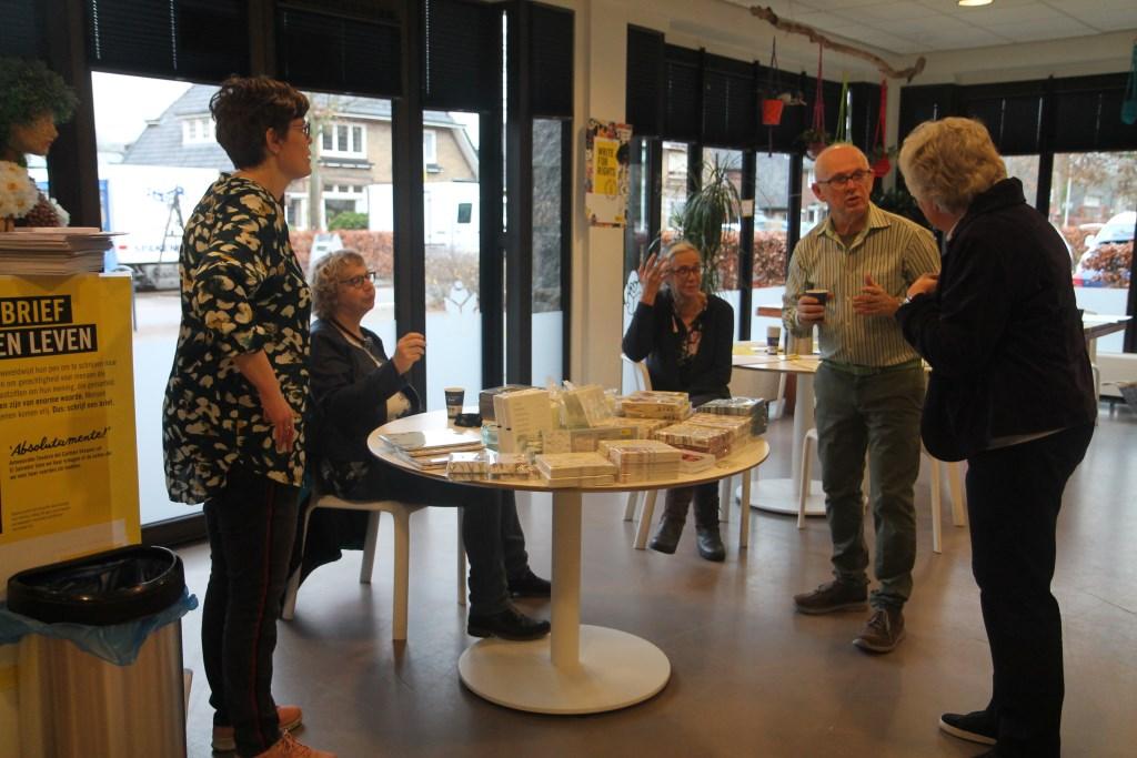 Anja verkocht Amnesty artikelen uit de Wereldwinkel Hannie van de Veen © BDU media