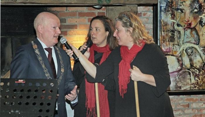 De burgemeester met Buurvrouw en Buurvrouw