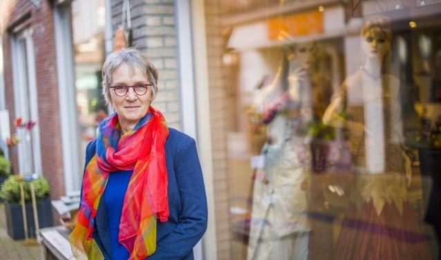 Simone Giele verzamelt in haar winkel  bijzondere objecten, waar de passie van de makers vanaf straalt.
