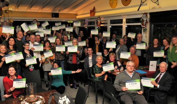 <p>Vrolijke vrijwilligers met hun cheque van het Meerlandenfonds, in 2019.</p>