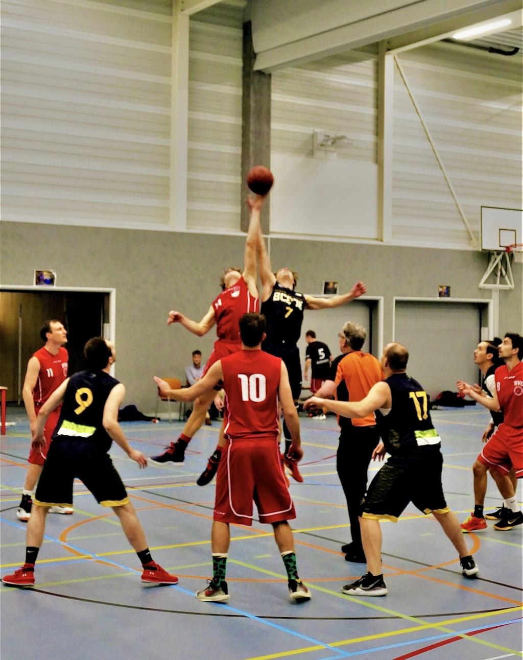 De sprongbal met Yannick van der Zalm (nummer 7). Jeroen van den Beemt © BDU Media