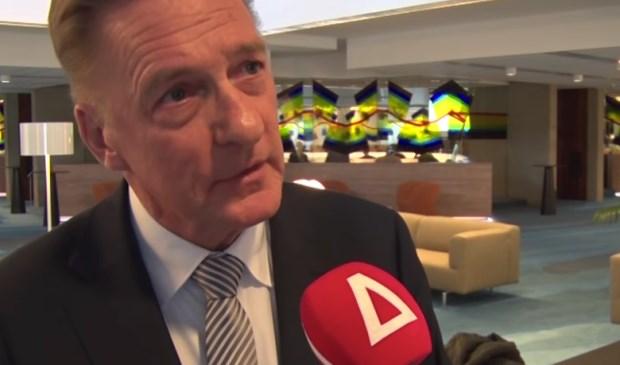 Wethouder Rob Ellermeijer tijdens een interview met RTV Amstelveen.
